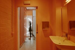 http://documenta.studio/files/gimgs/th-46_baño-brutal.jpg